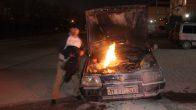 Otomobilinde Çıkan Yangını Montuyla Söndürmeye Çalıştı